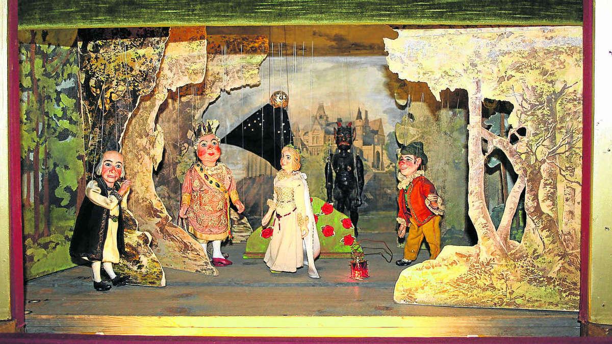 Beim marionettentheater alte puppen wiederbelebt lkr erding for Mobel aus den 40er jahren