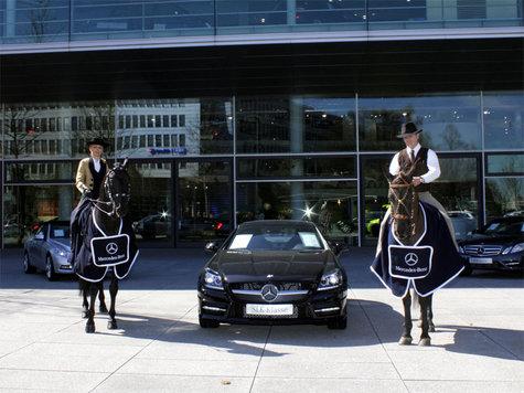 Mercedes benz erstmals partner der pferd international for Mercedes benz sugarland service coupons