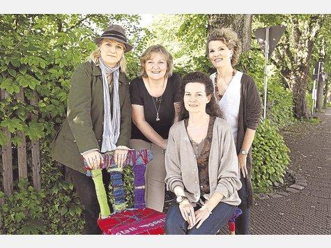 Die Traumwerker Katharina Zörner (v.li.), Marion Appelmann, Almut Gerke (vorn) und Sibylle Gerke-Madadkar freuen sich auf die Arbeit in Gräfelfing. foto: denise höfle