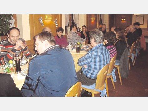 Offene Diskussion: Die Taufkirchener SPD stellte ihr Programm im Gasthaus zur Post vor. Foto: fkn