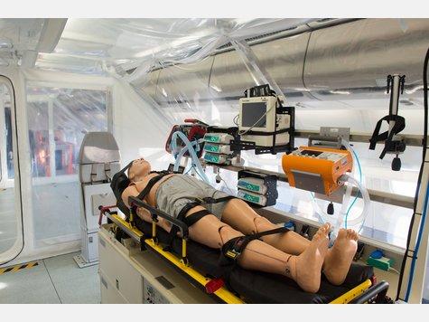 2137691632-ebola-evakuierungsflugzeug-ro