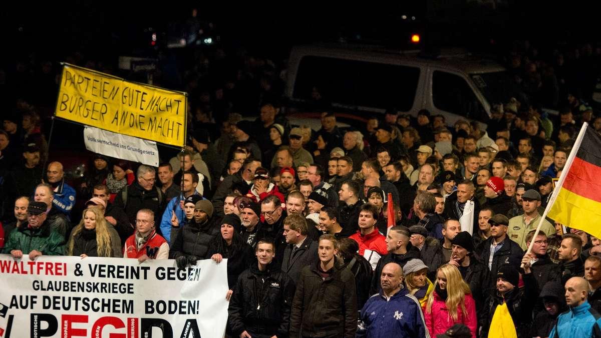 Deutsche Politik uneinig über Umgang mit Pegida | Politik  Deutsche Politi...