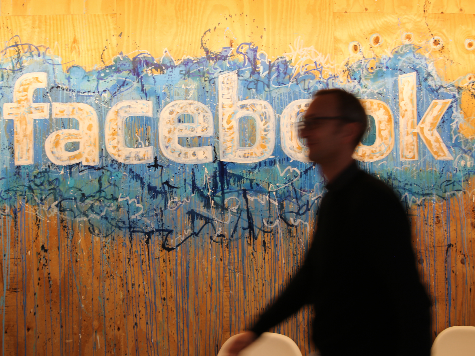 1411618401-facebook-logo-bei-facebook-international.jpg